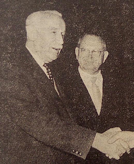 1960: Landeshauptmannstellvertreter Franz Popp (l.) mit seinem politischen Ziehsohn und Nachfolger als Schul- u. Kulturreferent der Landesregierung Emil Kuntner